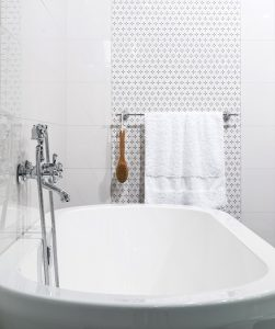 What You Need to Consider Before Replacing a Bathtub